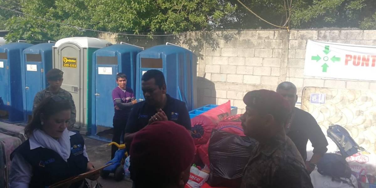 Sobrevivientes de la erupción son trasladados a casas temporales en Alotenango