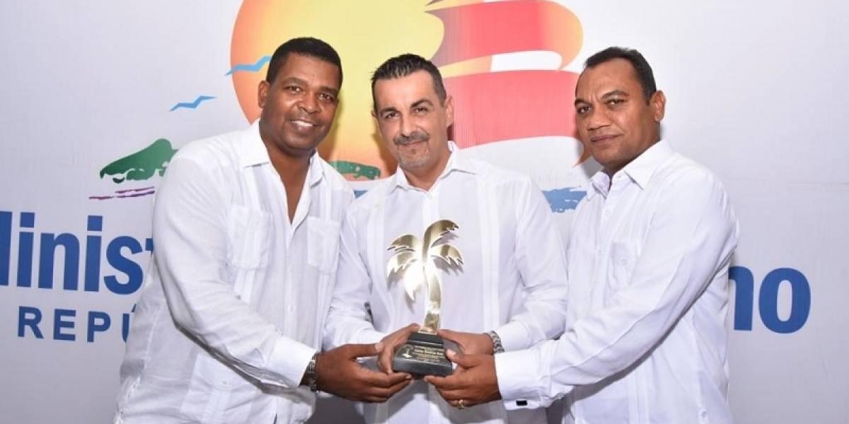 """Carlos Jiménez Ruiz recibe reconocimiento en los """"Caribbean Gold Coast Award"""""""