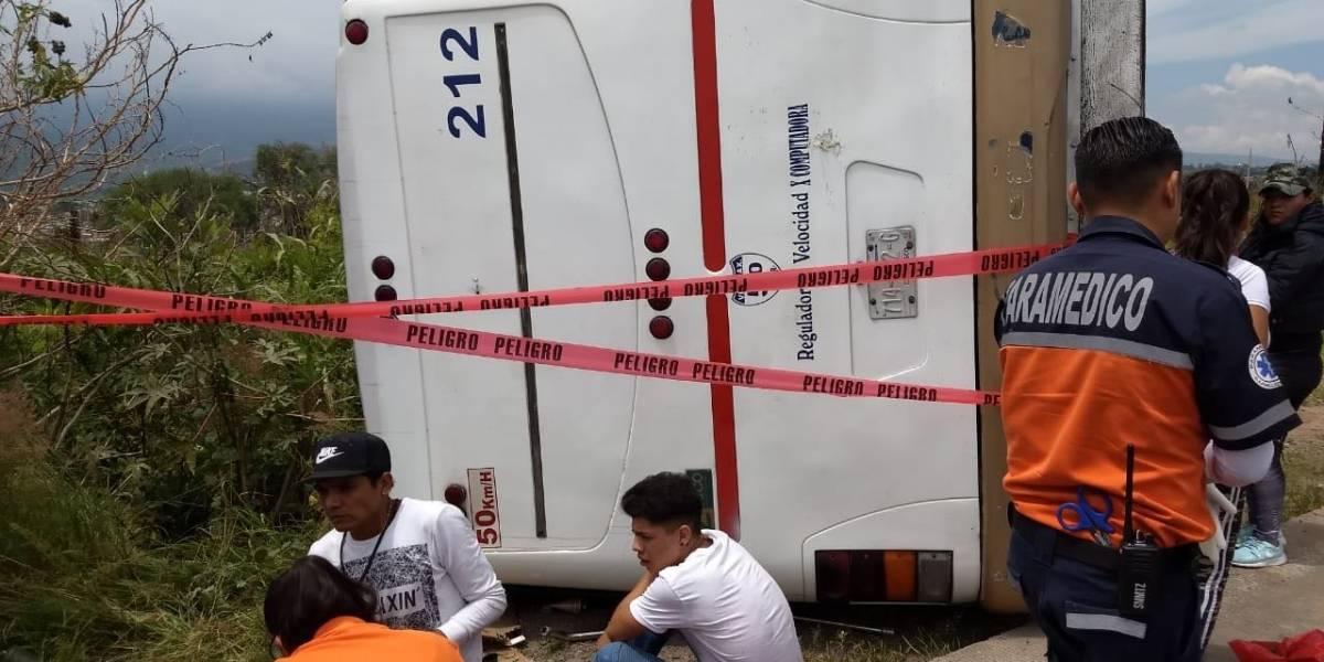 Volcadura de camión deja 20 lesionados en Tlajomulco