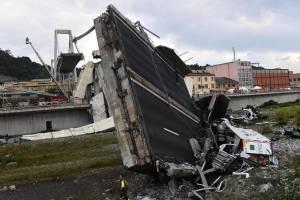 https://www.publimetro.com.mx/mx/bbc-mundo/2018/08/14/cuales-son-las-posibles-causas-del-tragico-desplome-del-puente-de-genova-en-el-que-fallecieron-decenas-de-personas.html