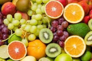 Al combinar frutas con grasas saludables, brindas energía a tu niño o niña. Thinkstock