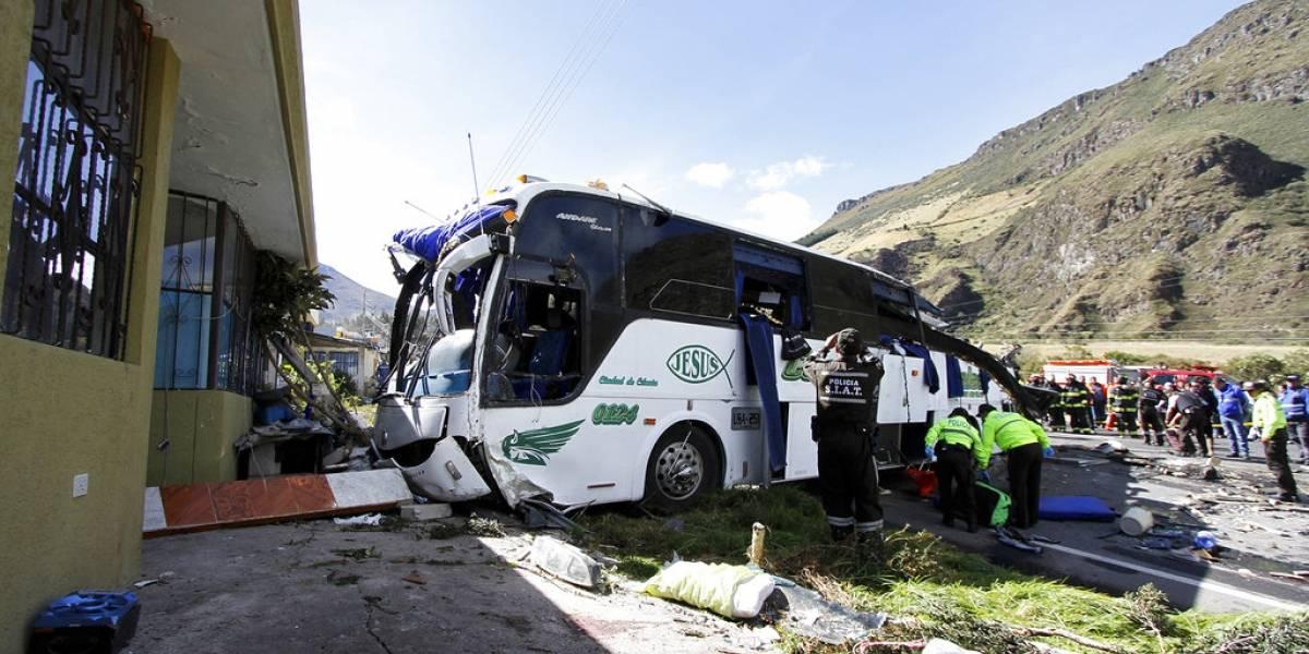 Más de 20 muertos por accidente de autobús en Ecuador