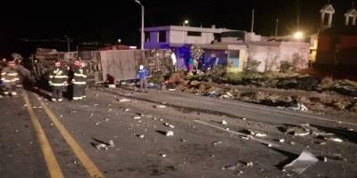 Se registran 24 personas fallecidas y 19 heridas en accidente de tránsito ocurrido en la vía Pifo-Papallacta, Km 8.
