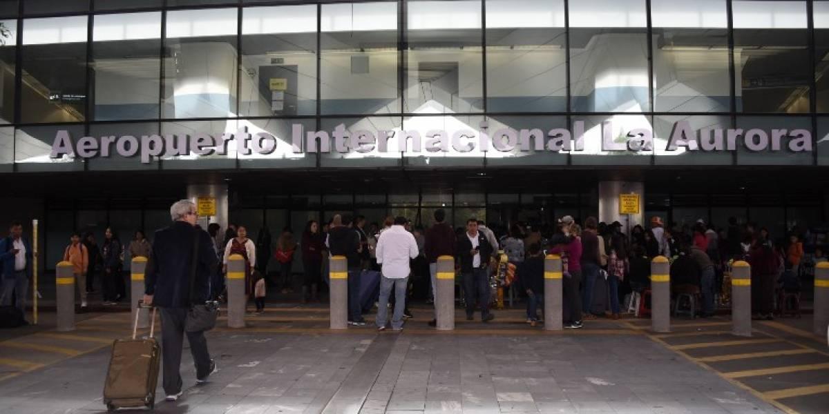 Retiran bolardos de las afueras del Aeropuerto Internacional La Aurora