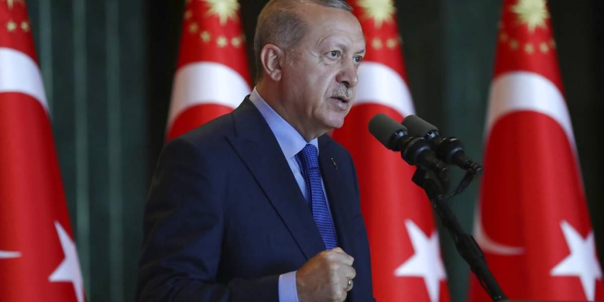 Erdogan en picada contra los iPhone: Turquía anuncia boicot contra productos electrónicos fabricados en Estados Unidos