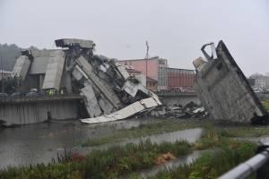 Al menos 30 muertos tras derrumbe de puente vehicular en Génova, Italia