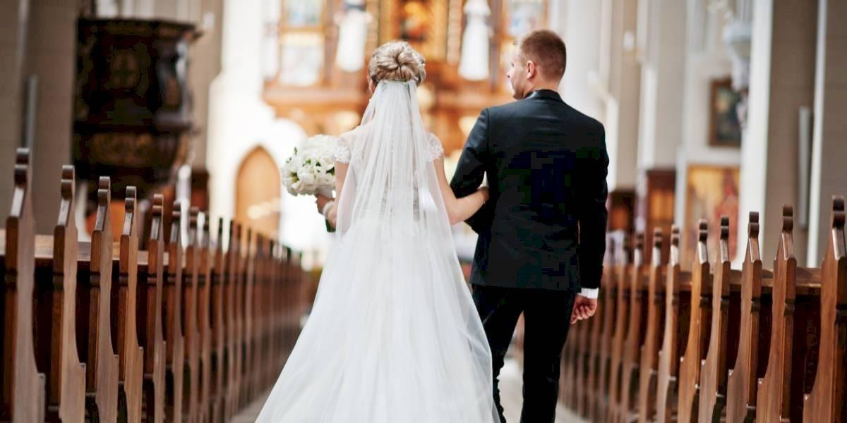 Un regalo de bodas inolvidable: su hijo había fallecido 7 años antes y el joven que recibió su corazón llevó un estetoscopio para que escucharan sus latidos