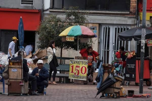 Advierten falta de garantías a vendedores ambulantes en Bogotá