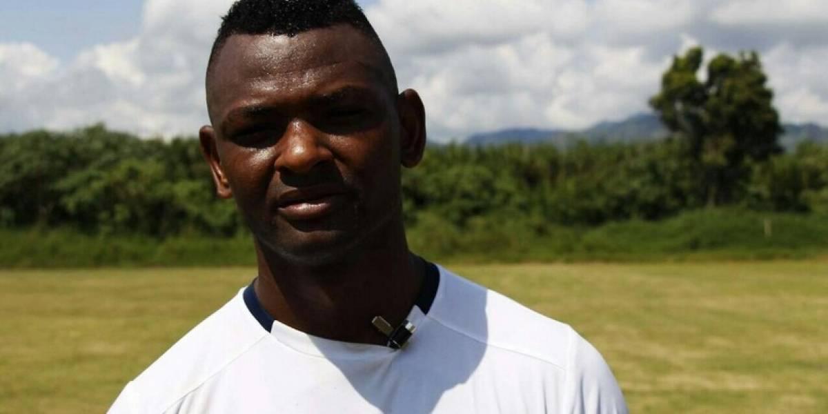 Jugador del Pereira se metió a pelear con hinchas en las tribunas