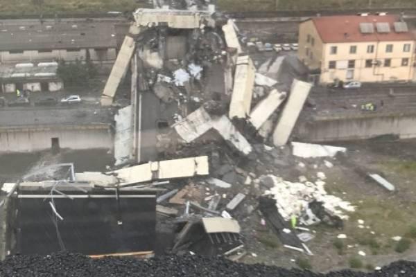 El derrumbe de un tramo de un viaducto de la autopista A-10 en Génova (Italia) ha ocasionado este martes al menos 11 muertes