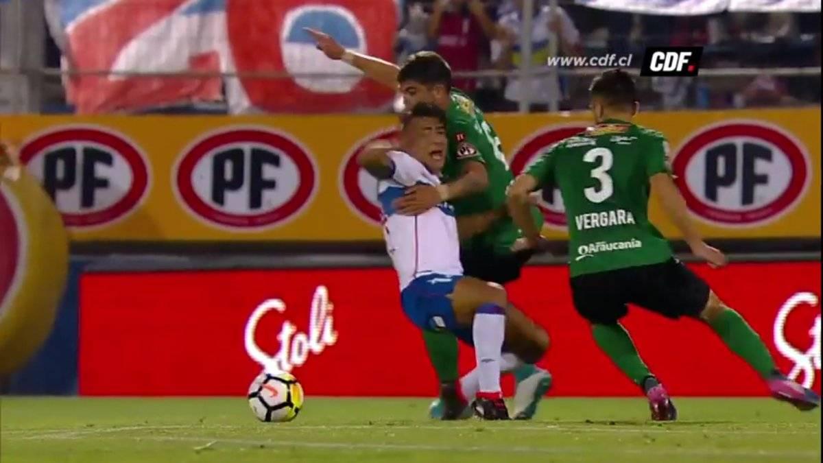 David Llanos cae ante un leve contacto con Luis Casanova / Foto: Captura CDF