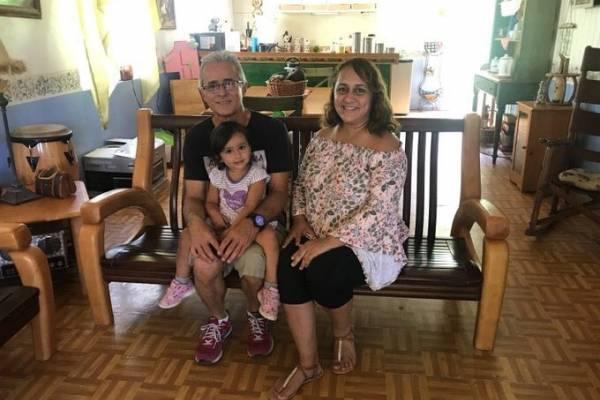 AEE lleva energía a una familia de Ponce que quedó sin servicio desde María. Suministrada