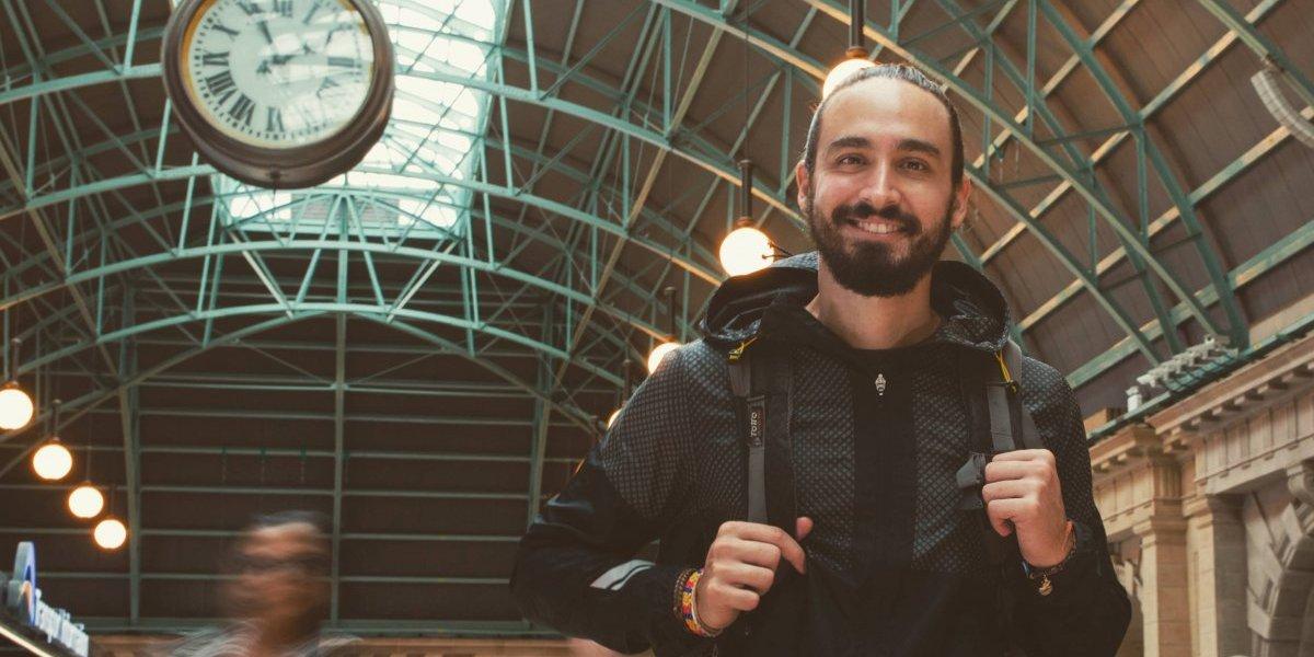 Lo que necesitas para recorrer el mundo a bajo costo, revelado por Felipe Villegas