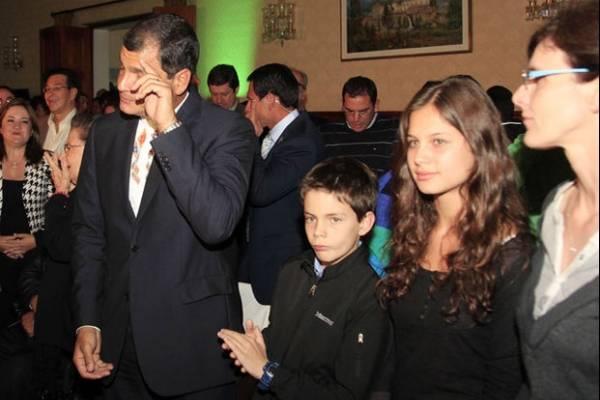 Rafael Correa y sus hijos