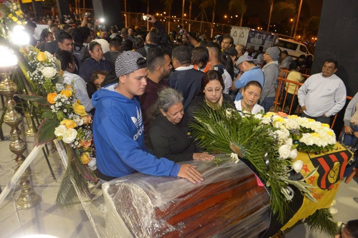 Una caravana salió desde Cuenco con los féretros de los hinchas de BSC