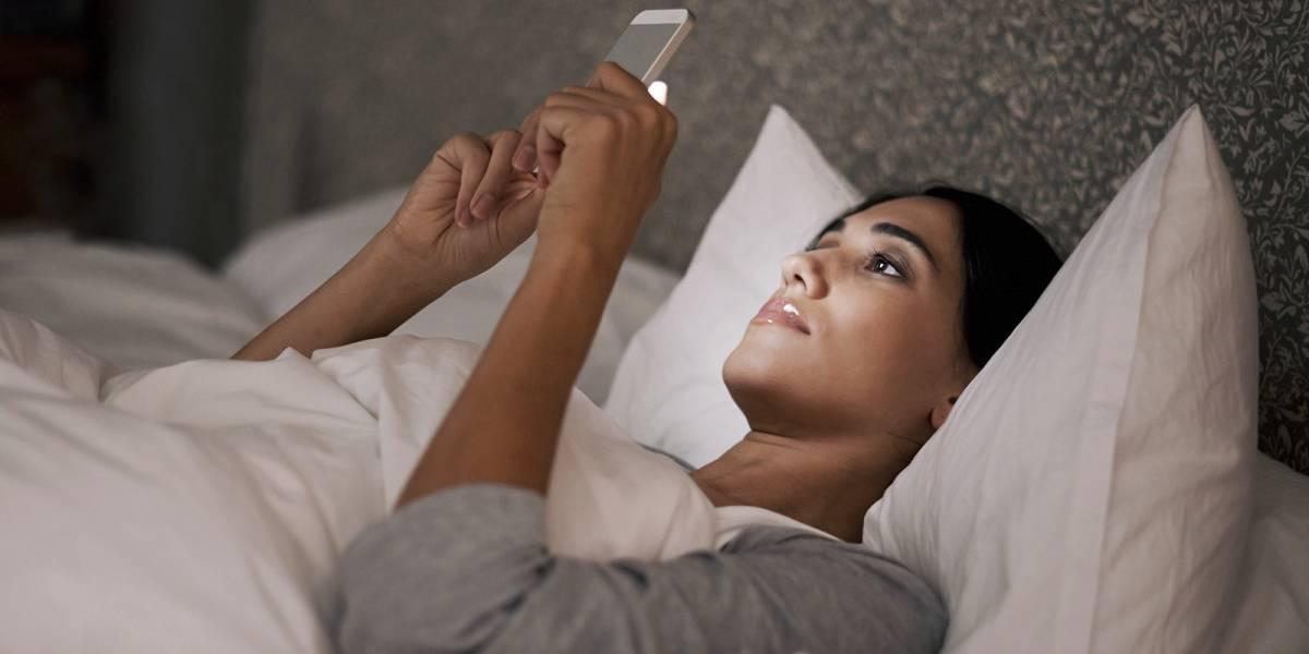 Estudio revela que la luz azul emitida por los teléfonos provoca la pérdida de la vista
