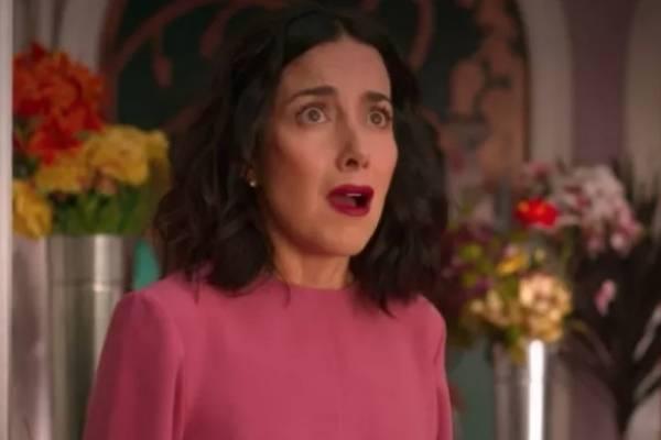 """Cecilia Suárez interpreta a """"Paulina de la Mora"""" en la serie """"La casa de las Flores""""."""