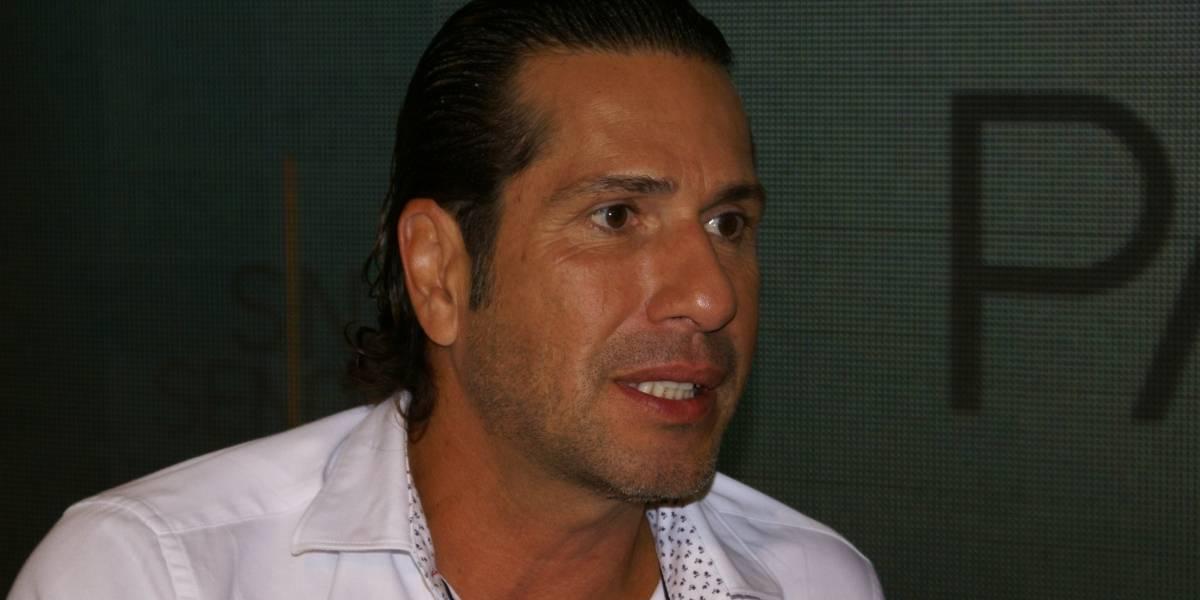 El Titi reacciona al compromiso de Carmen Villalobos