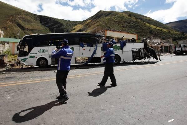 Bus colombiano que se estrelló en Ecuador