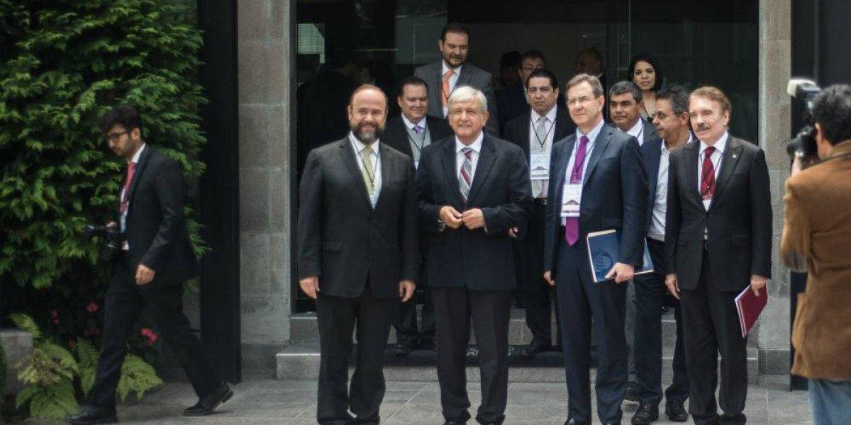Promete López Obrador no recortar presupuesto a universidades