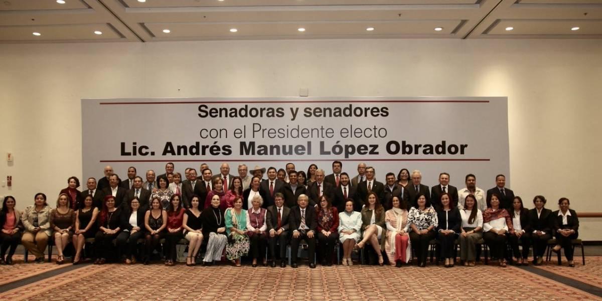 AMLO se reúne con los 55 senadores electos de Morena