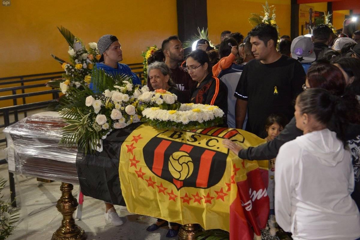 Alcaldía de Guayaquil pone a disposición bóvedas de cementerios municipales para hinchas de Barcelona SC API
