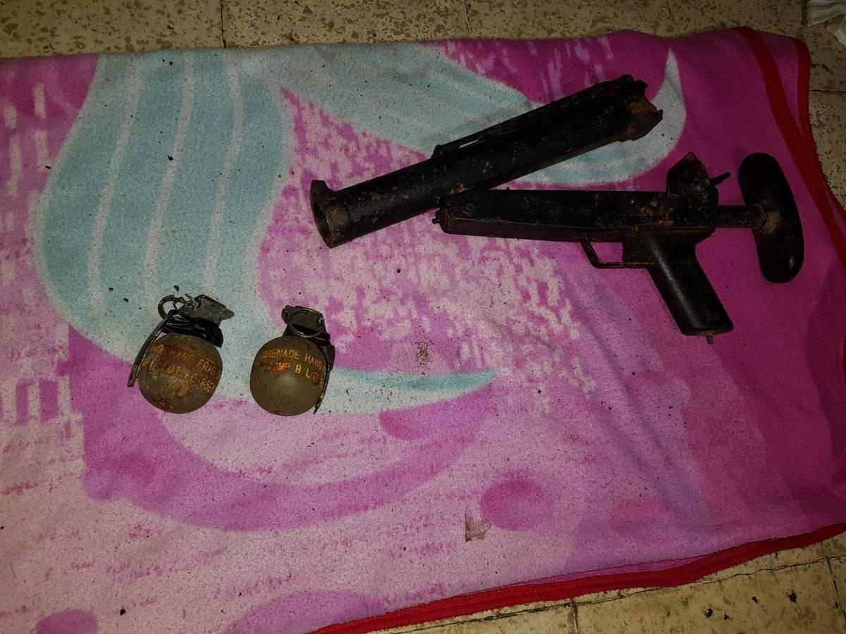 Dos explosivos y un lanzagranadas: Foto: PNC