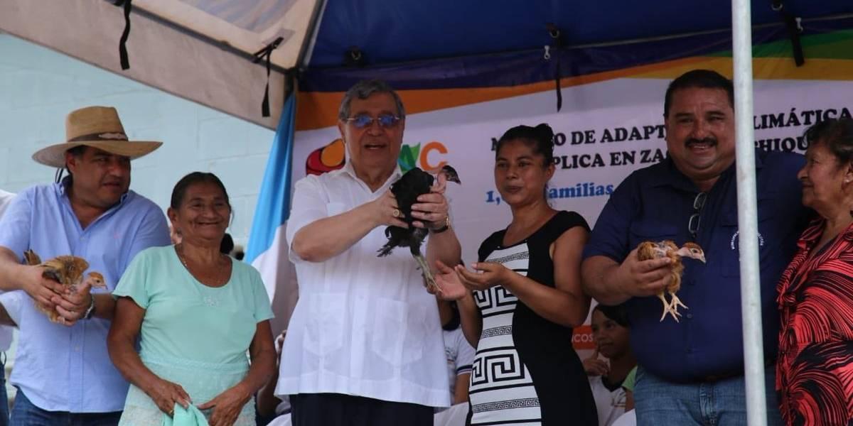 Alfonso Alonzo desafía al TSE y resalta labor del alcalde de Teculután