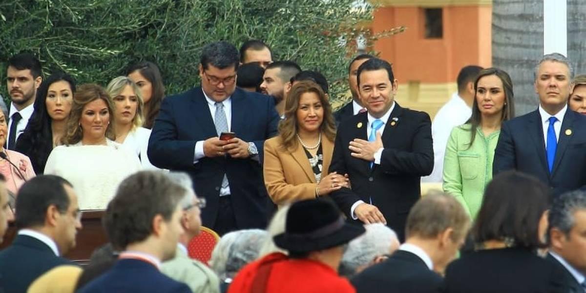 Jimmy Morales escuchó el juramento del nuevo Presidente de Paraguay