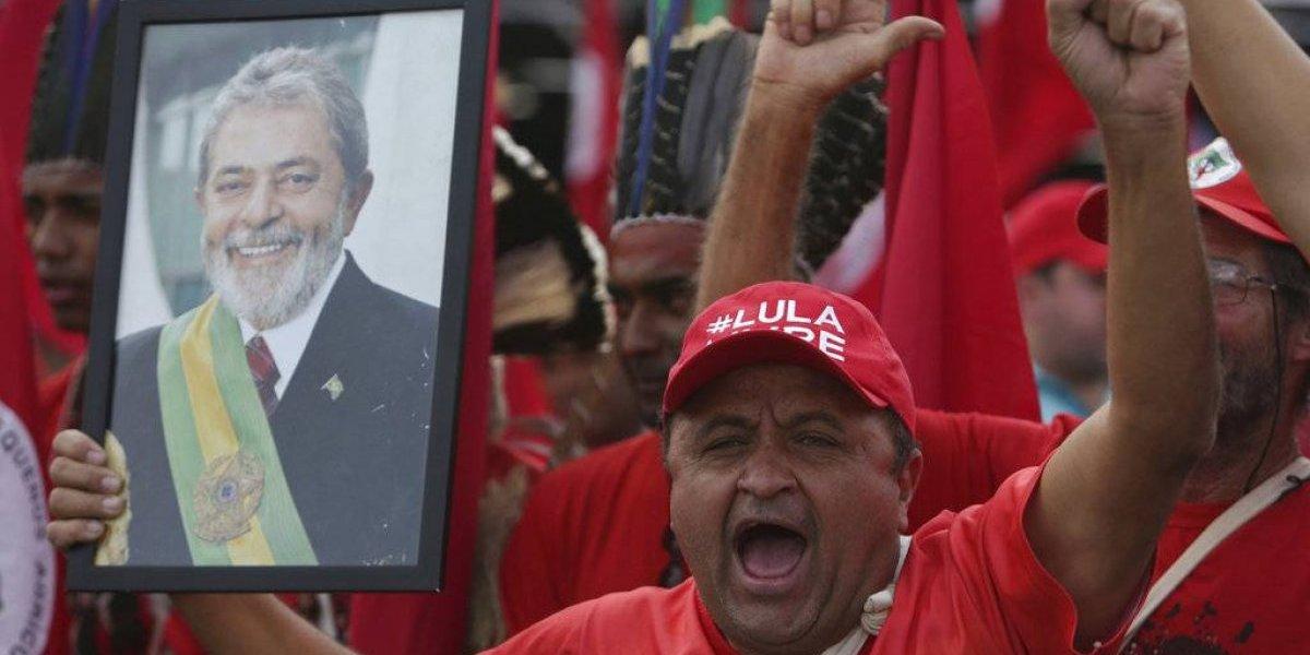 Desafío a los jueces de Brasil: Lula inscribió su candidatura presidencial pese a estar en una carrera judicial contra el tiempo