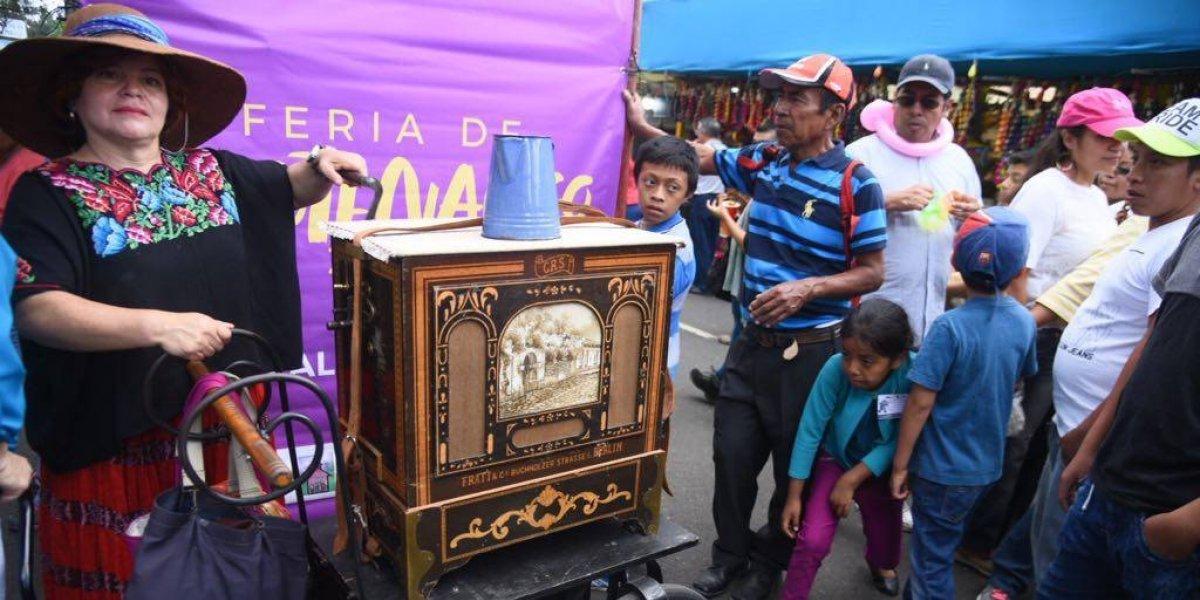 El organillo deleita a los guatemaltecos con piezas nacionales en la Feria de Jocotenango