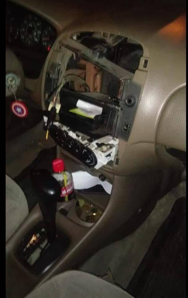 Daños ocasionados a un vehículo. Foto: Facebook