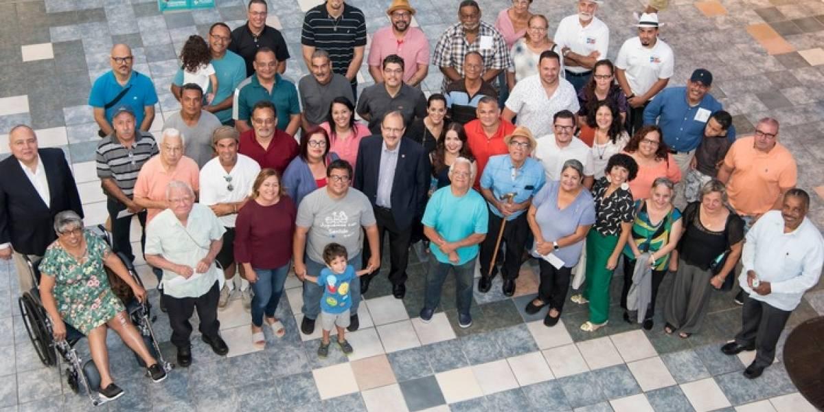 Plaza entrega miles de dólares en ayuda para artesanos
