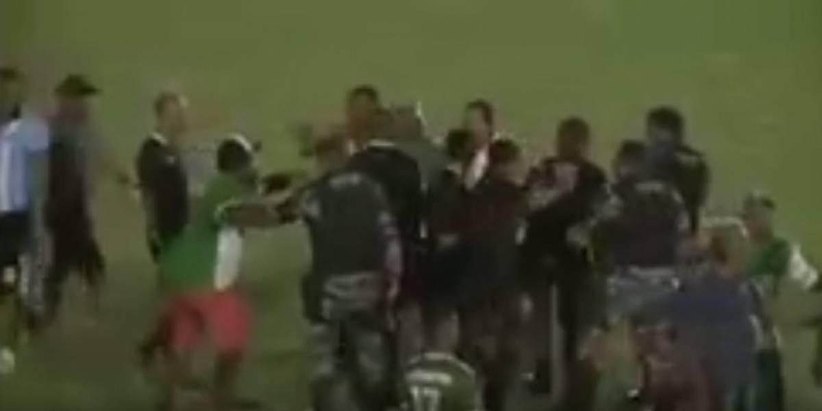 Aficionados golpean a árbitros tras la derrota de su equipo