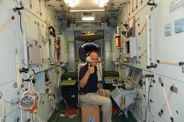 Vinicio Montoya, falso astronauta