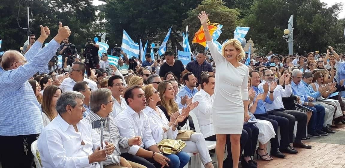 Cynthia Viteri oficializó su candidatura para Alcaldía de Guayaquil, en la Plaza de los Donantes del Malecón 2000