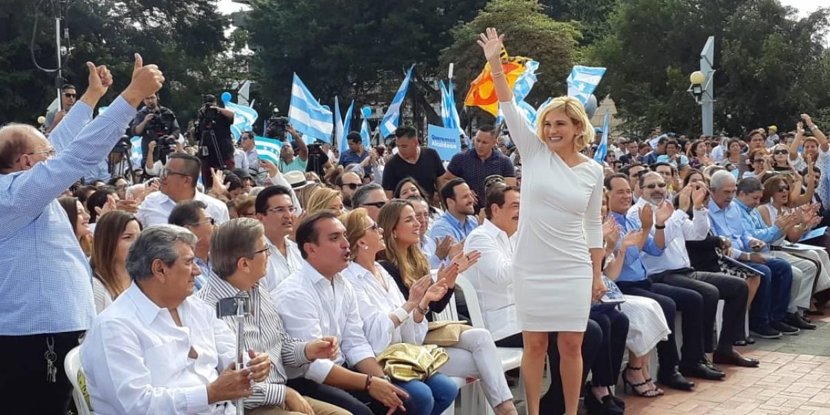 Cynthia Viteri oficializó su candidatura para Alcaldía de Guayaquil