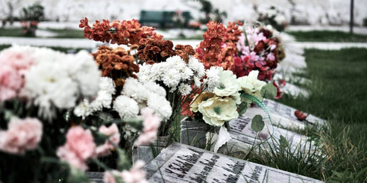 Borracho desenterró a su amigo del cementerio para tomar con él