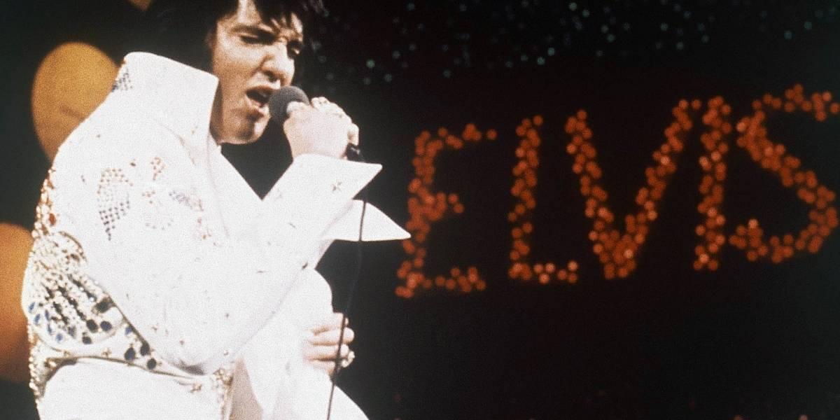 Seguidores de Elvis Presley realizan vigilia para honrar al cantante