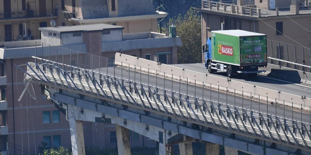 """""""El carro frente a mí desapareció"""": habla el chofer del camión que quedó literalmente al borde de la muerte tras colapso de puente en Génova"""