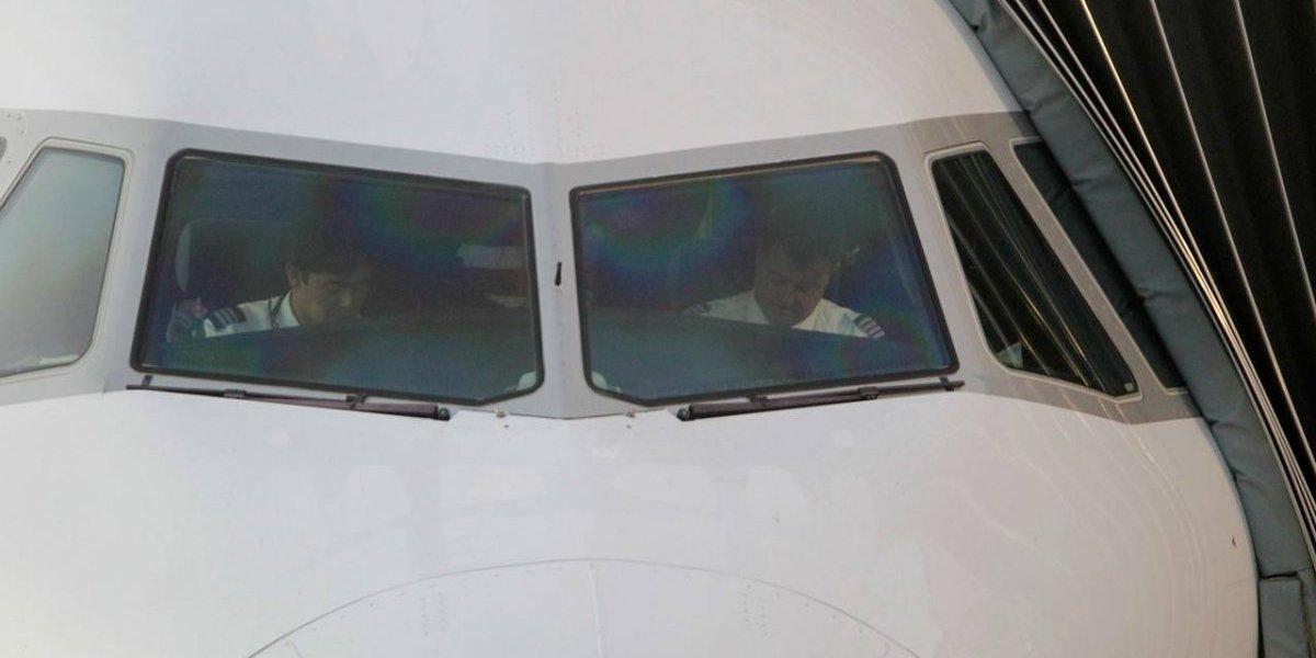 Alerta de bomba en tres aviones en aeropuerto Santiago hizo que uno de estos se devolviera: Gope de Carabineros investiga el hecho