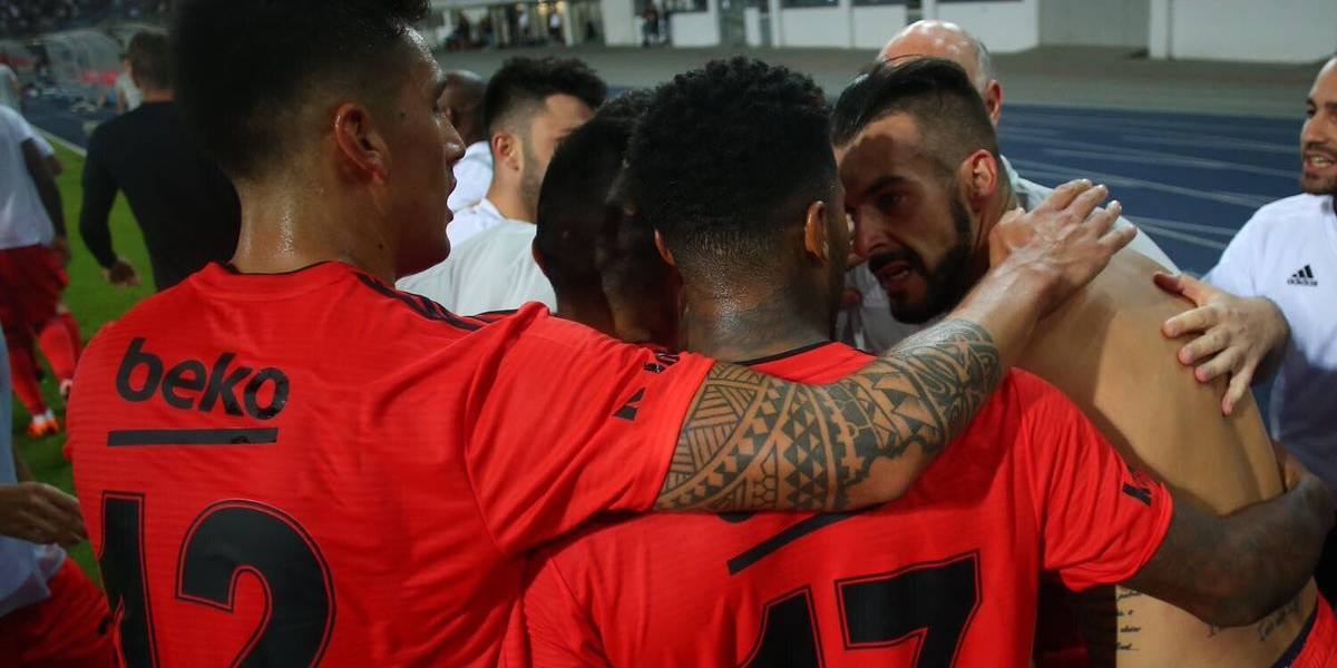 Como teleserie turca: El Besiktas de Medel y Roco sufrió como nunca, pero avanzó en la Europa League