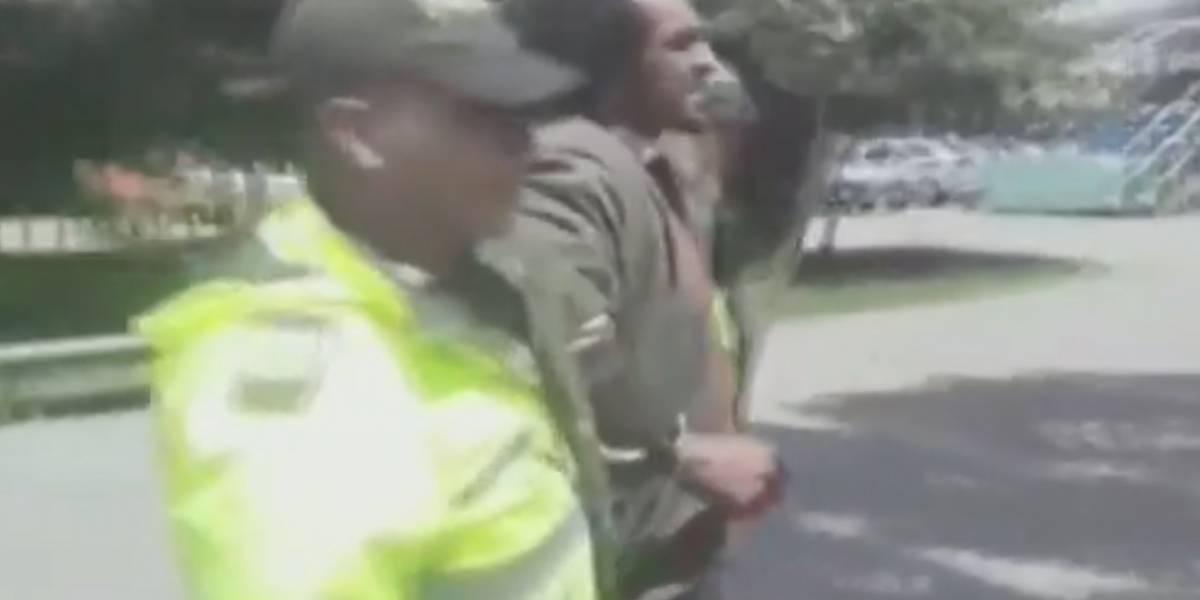 Capturan habitante de calle por robar láminas en puentes peatonales de TransMilenio