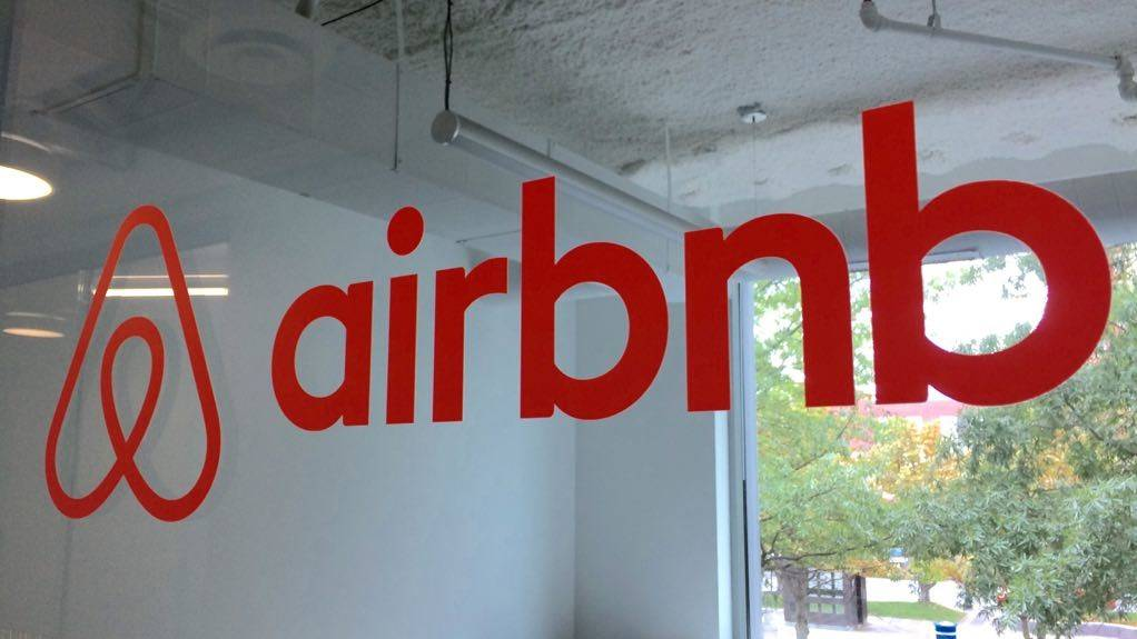 Chile: Histórico fallo contra uso de Airbnb genera fuertes réplicas