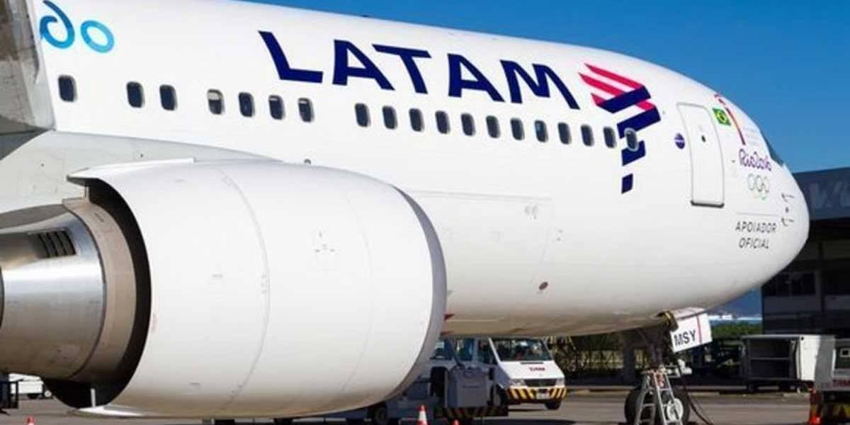 Avião é atingido por pássaro e retorna a aeroporto em Brasília