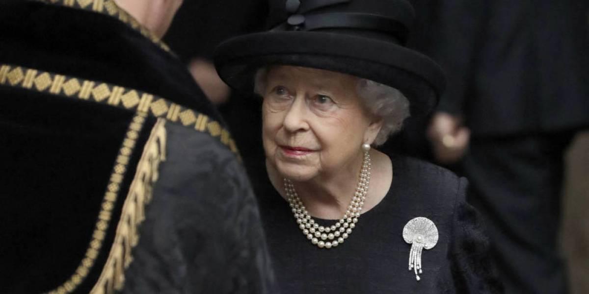 """¡Increíble! 5 acciones """"ilegales"""" que puede hacer la Reina Isabel II a sus 92 años"""