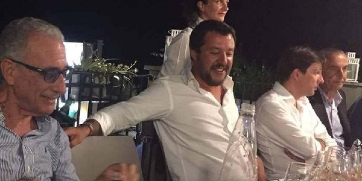 Italianos indignados con ministro que se fue de fiesta tras derrumbarse puente en Génova