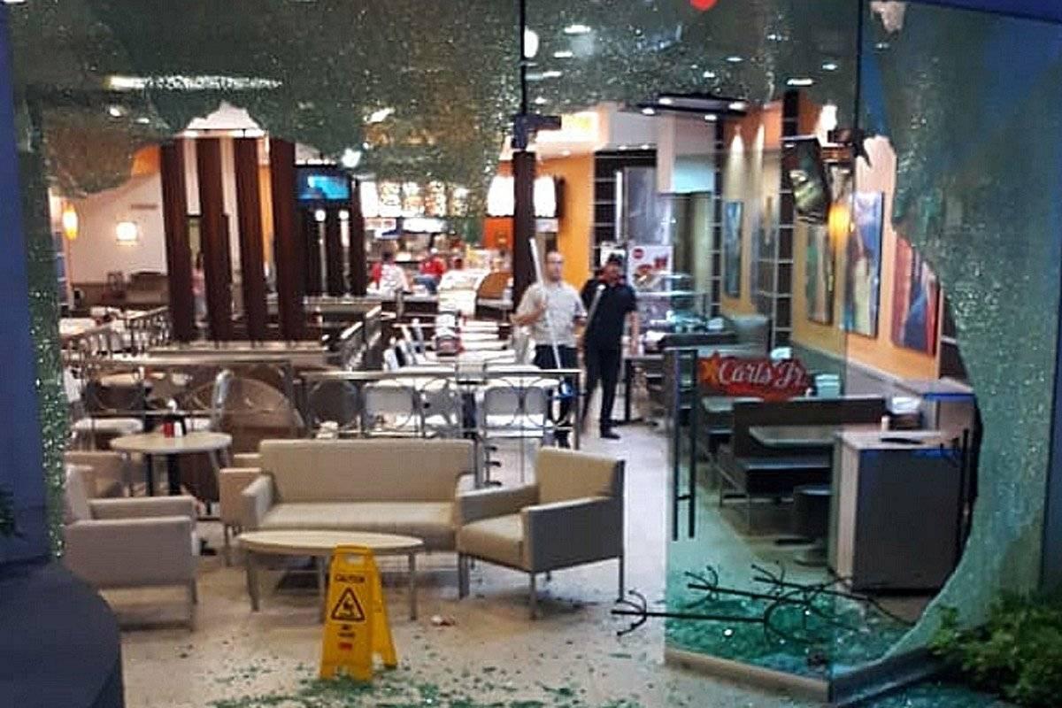Balacera en centro comercial tapatío, un muerto y tres heridos