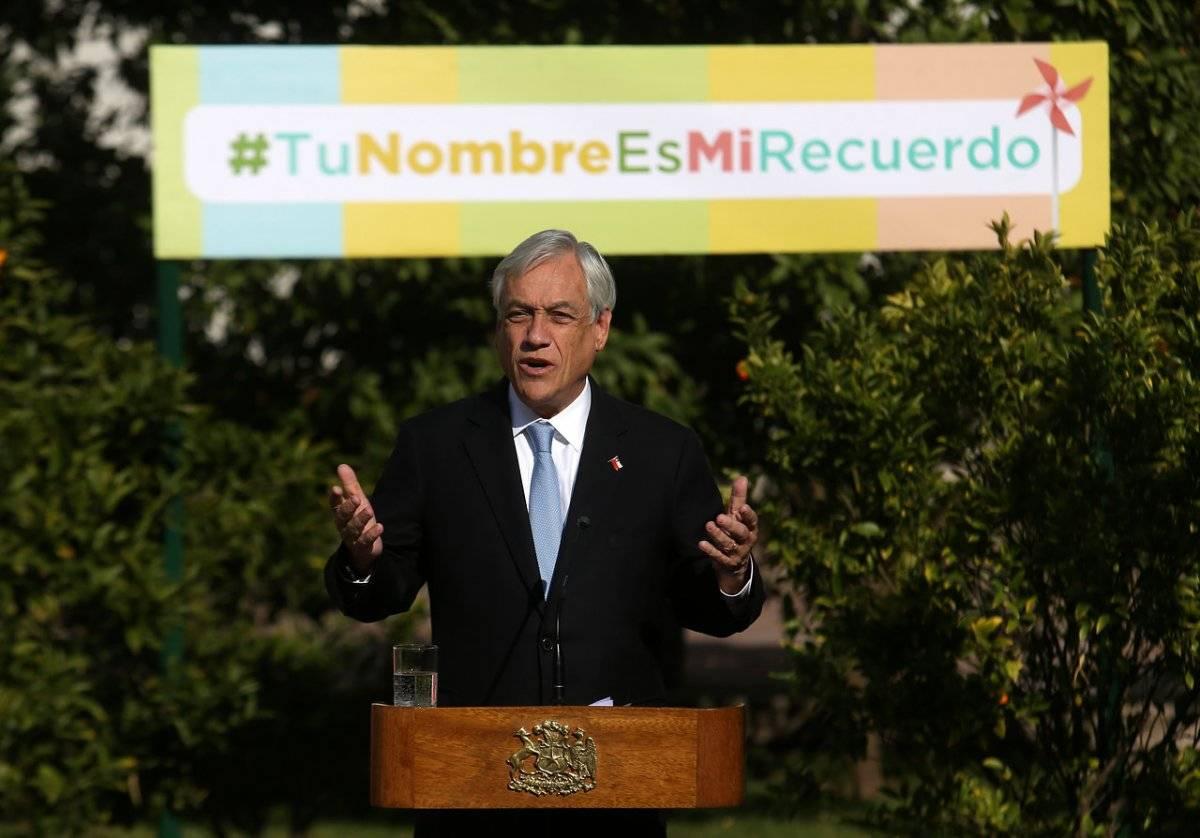 """Piñera firmó proyecto """"Tu nombre es mi recuerdo"""""""