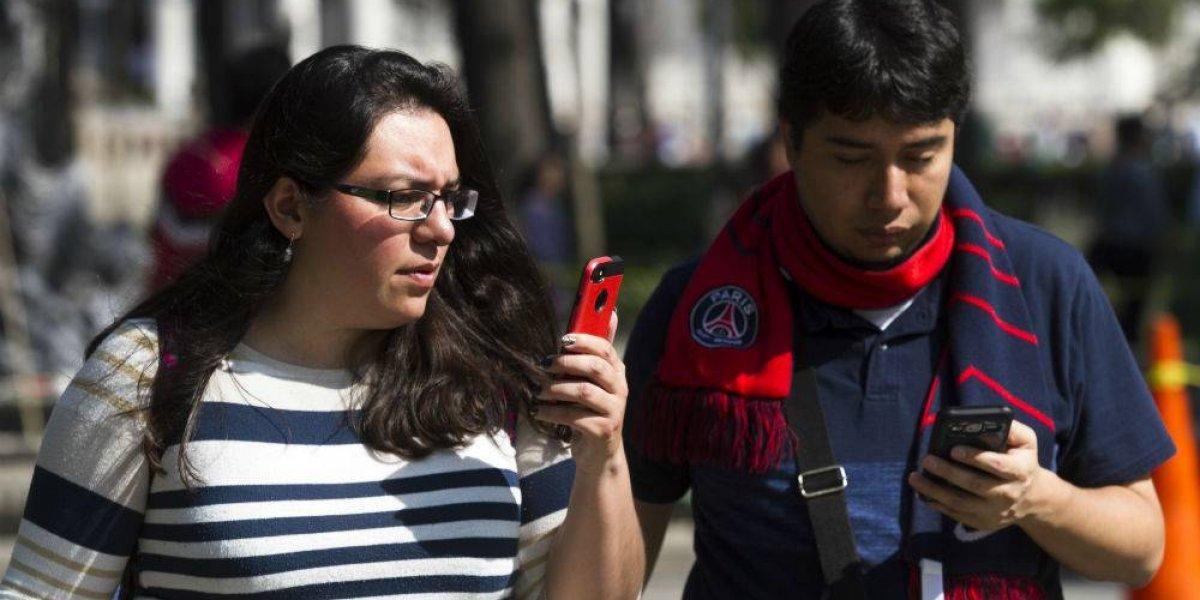 Uso del celular incrementa riesgo de peatones a ser atropellados